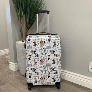 """NWT Disney Minnie Mouse Collection Suitcase - 25"""""""